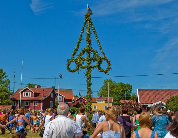 Image of the maypole